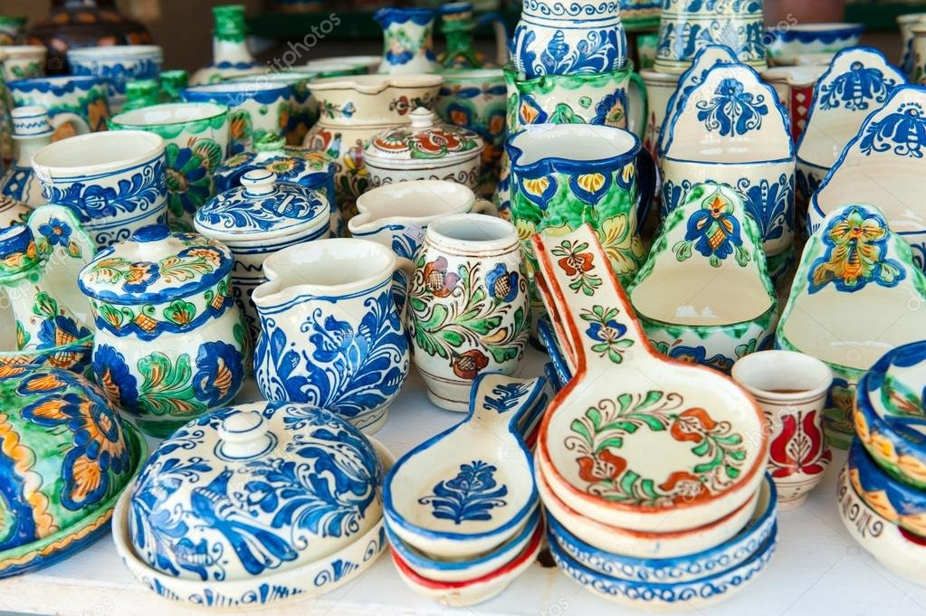 depositphotos_84881716-stock-photo-romanian-traditional-pottery-handcrafted-mugs.jpg